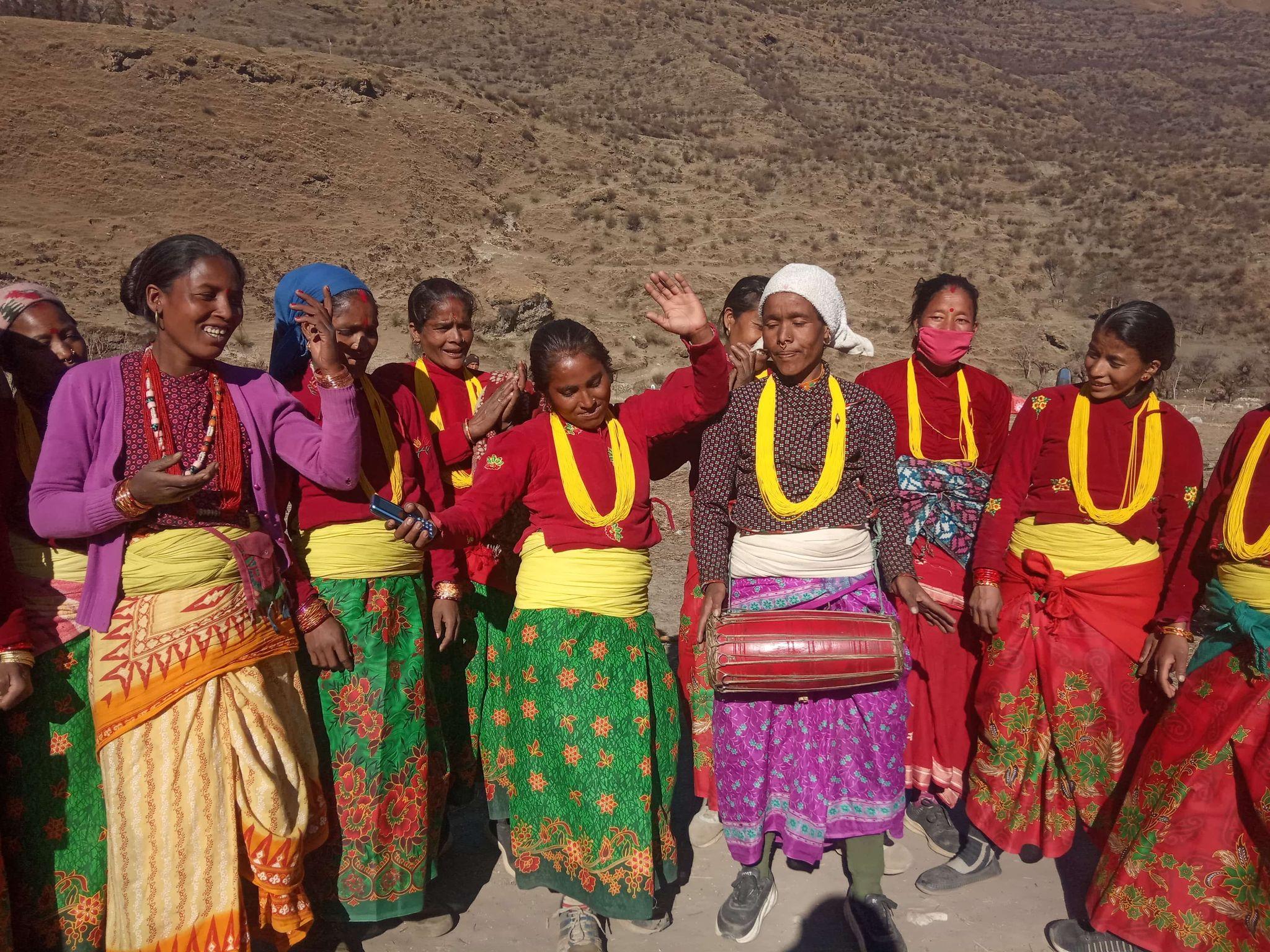 जुम्लाका महिलाले गरे, देउडा गितबाटै ओलीको बिरोध (फोटो फिचर)