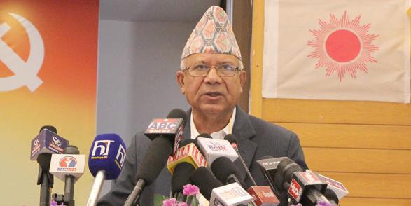 पार्टीको अनन्तरविरोध हल गर्न नसक्ने ओलीले देशको अन्तर्रविरोध के हल गर्थेः माधव नेपाल