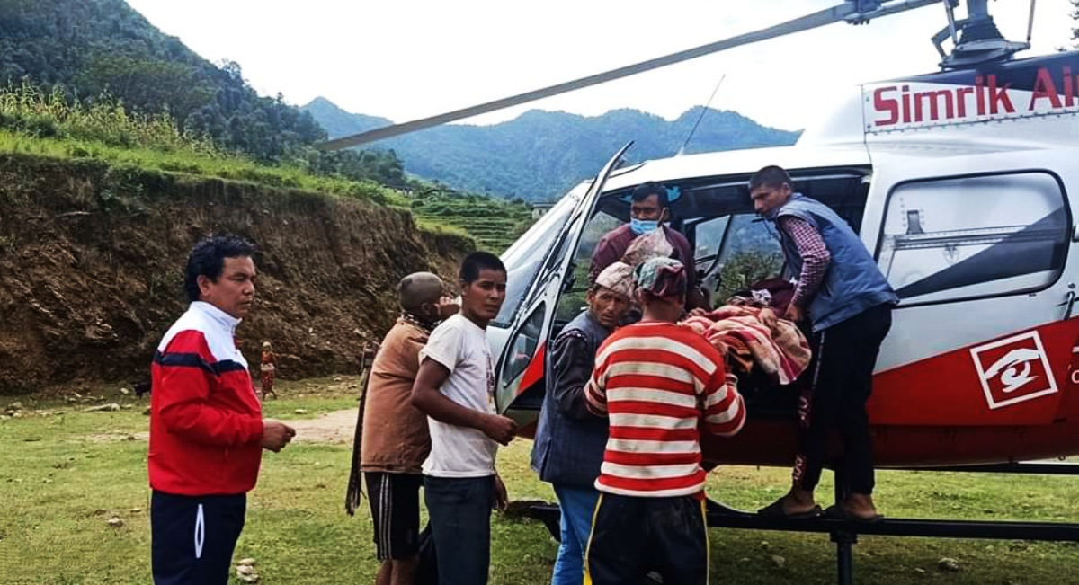 कुशेबाट एक युवतीको हेलिकोप्टरमार्फत उद्धार